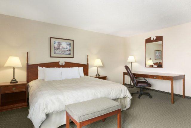 13987 guest room 2